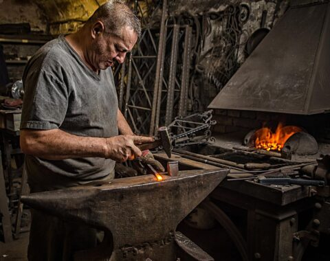 Basic Blacksmith and Metallurgical Technology in Krio